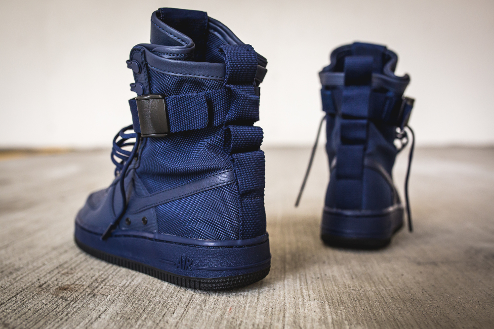 nike-wmns-sf-af1-special-field-air-force-1-binary-blue-5